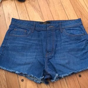 NEW Denim shorts in size 30